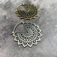 Majesty Black standard earringss